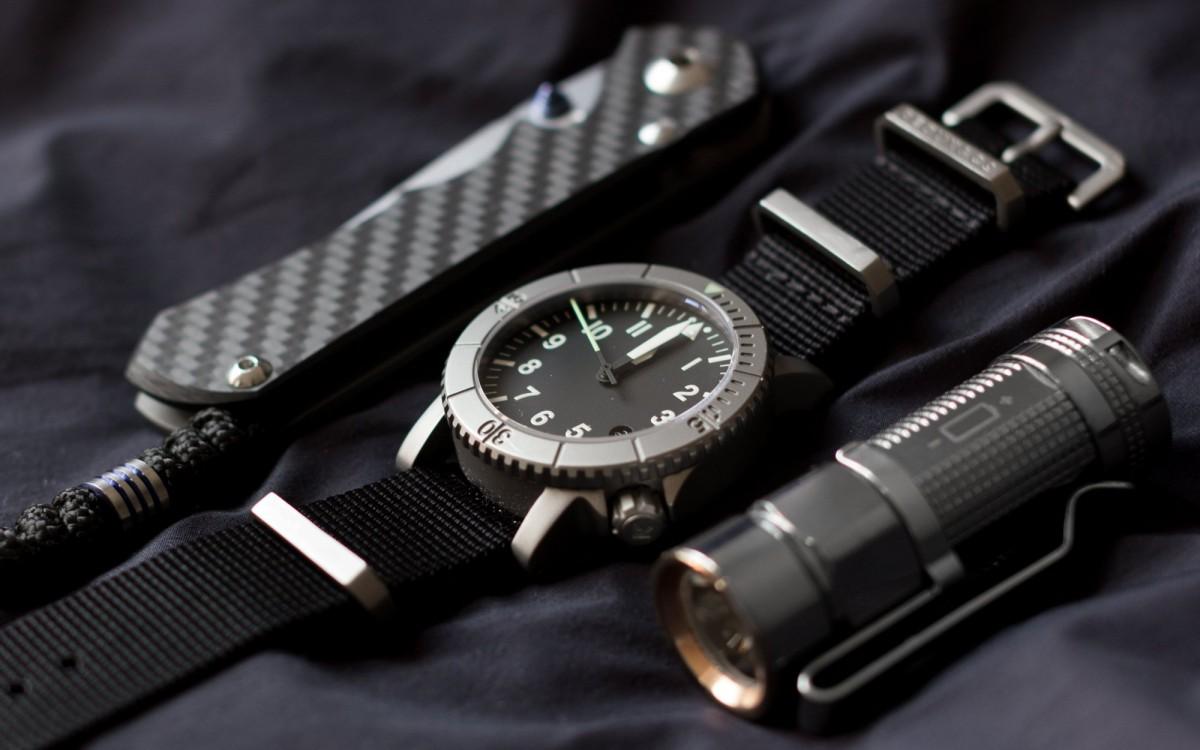 EDC ножи, фонари и часы для различных ситуаций.