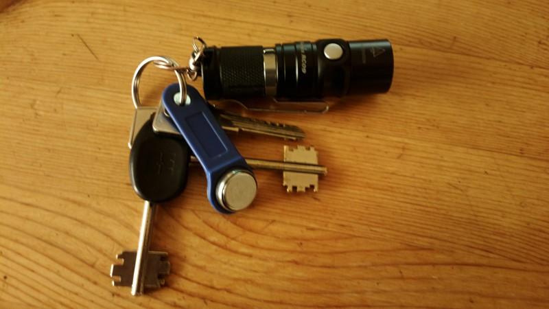 Приключение наключных фонарей на моей связке ключей.
