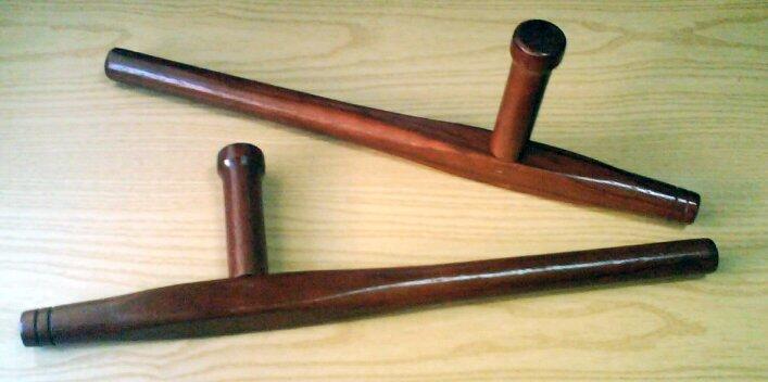 Тонфа – традиционное японское оружие, которое гораздо круче нунчаков