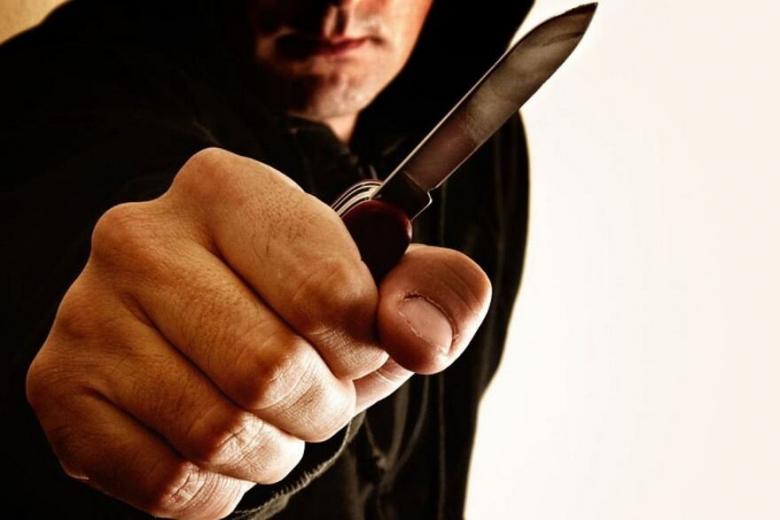 На вас напали с ножом, что делать?