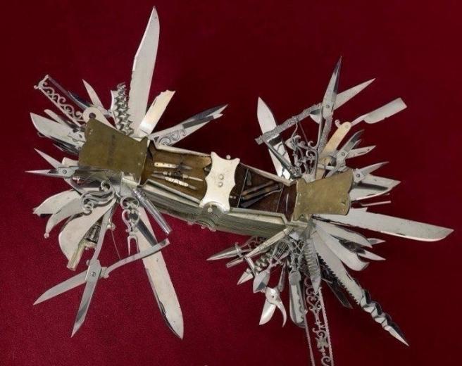 """Самый первый в мире """"швейцарский"""" нож"""