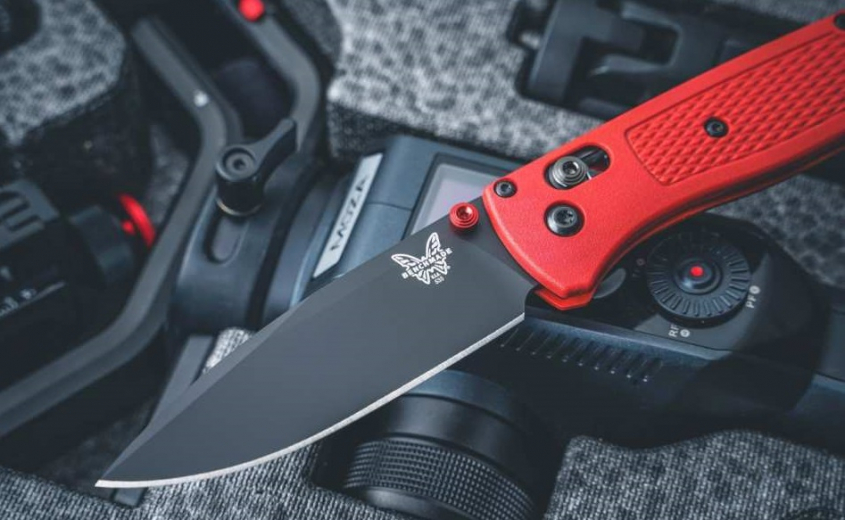 Bugout Limited Red от Benchmade