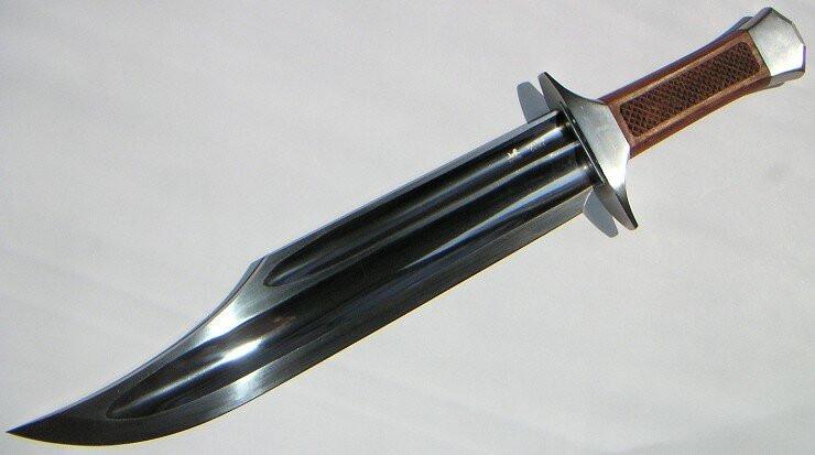 Настоящий боевой нож должен иметь кровосток! И это даже не обсуждается!