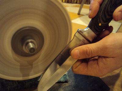 Как заточить нож, если под рукой нет даже простого точильного камня?