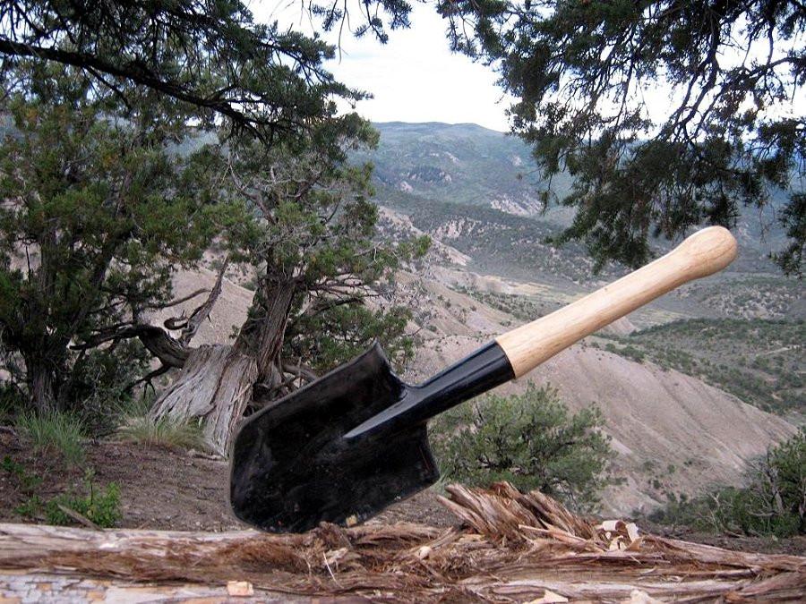 На что способен гибрид лопаты и лома?