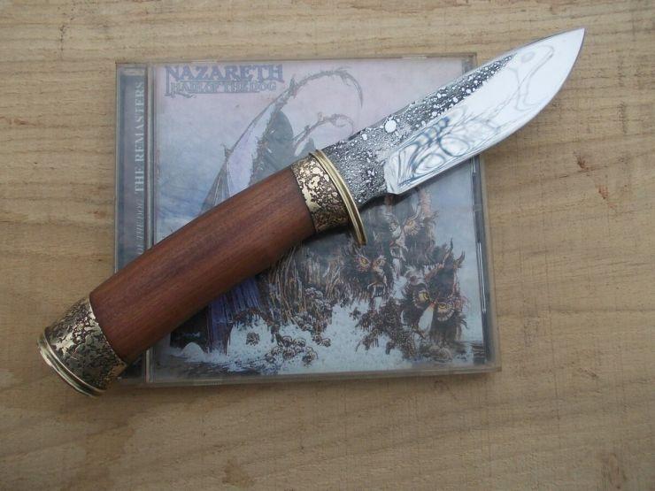 Нож с рукоятью из сливы