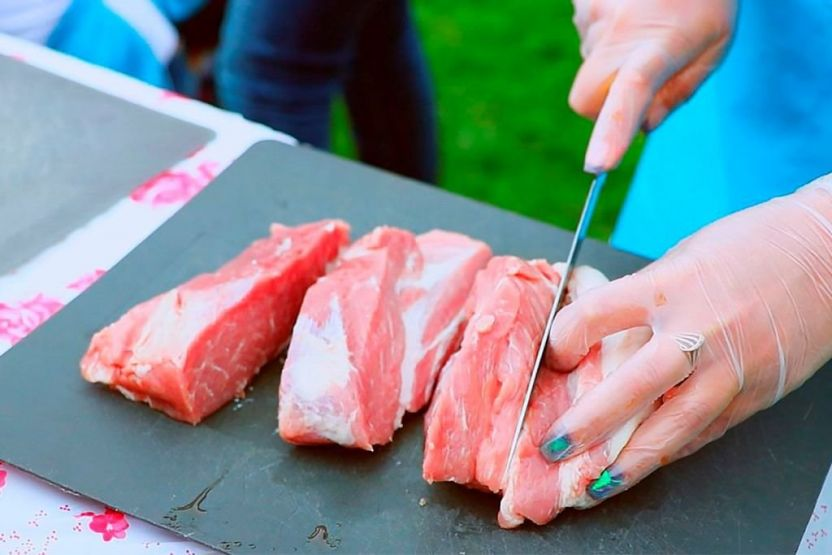 Не скидывайте порезанные продукты с разделочной доски ножом