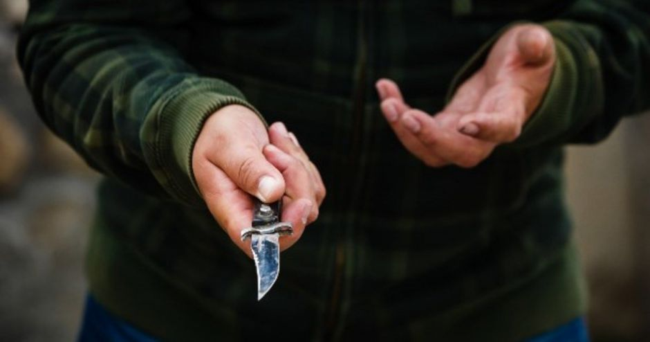 Нападение с ножом на дальней дистанции